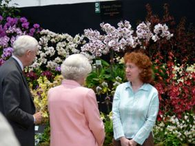 Sara meeting the Queen Chelsea Flower Show 2007